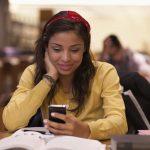 Έρευνα: Θέλετε καλύτερους βαθμούς; Απενεργοποιήστε τα κινητά σας!