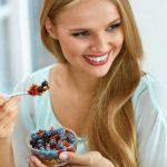 4 τροφές που κάθε γυναίκα θα πρέπει να τρώει καθημερινά