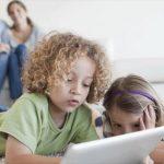 Πώς τα κινητά τηλέφωνα άλλαξαν τη ζωή των παιδιών τα τελευταία χρόνια
