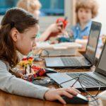 Πώς μεγαλώνεις παιδιά στην ψηφιακή εποχή: Πρακτικές συμβουλές για το ίντερνετ και τις φορητές συσκευές